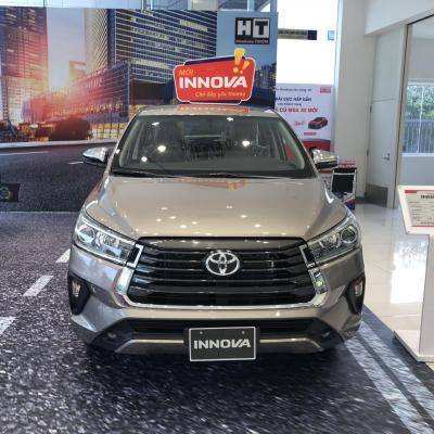 Toyota Innova 2.0V AT